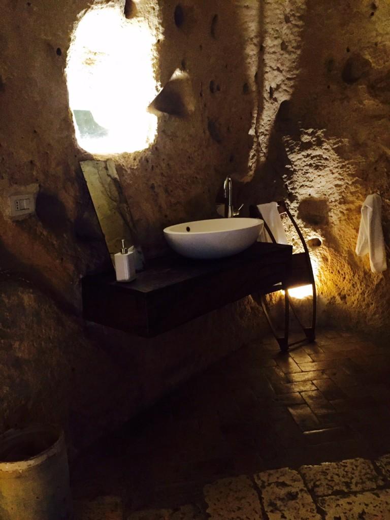 Journal d 39 un pigeon voyageur sextantio le grotte della for Architecture qui se fond dans le paysage